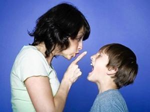 genitore sgrida