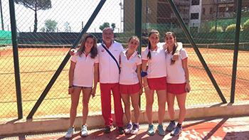 Lino Sorrentino con la Squadra femminile U14 del Fireball
